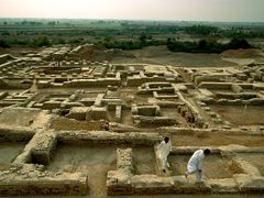 Entirely unknown till 1921, what is the name of the city from the Indus Valley civilization?